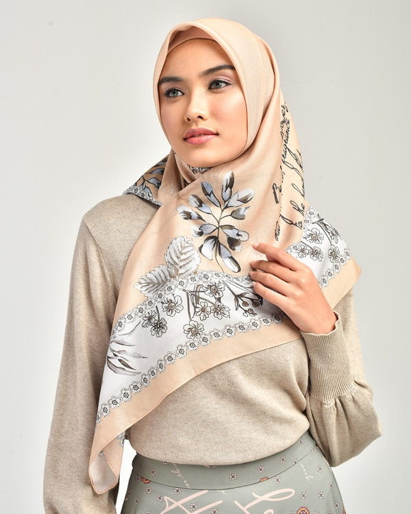 Sweetheart Cream Scarf