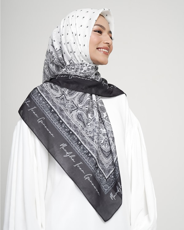 Royal Paisley Black Scarf